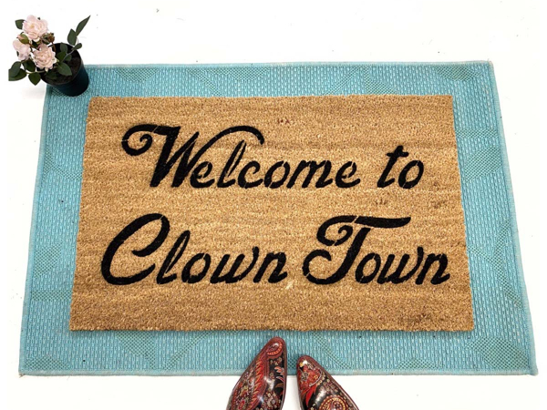 Welcome to Clown Town™ funny door
