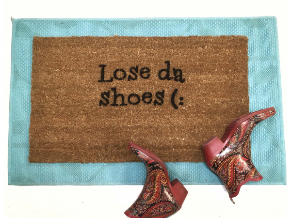 Lose da shoes™! What a cute way to ask your guests to take their kicks off (: