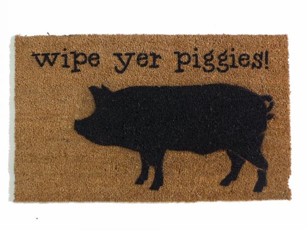 wipe your piggies, funny pigbarnyard Farmhouse doormat
