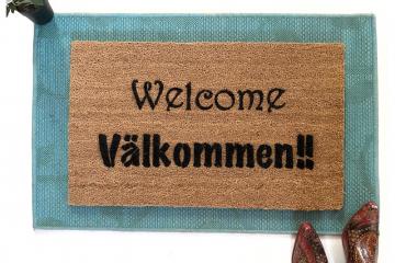 English & Swedish bilingual Välkommen doormat