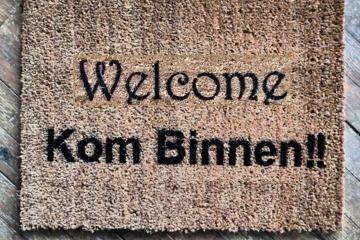 bilingual English Dutch Kom Binnen Come In doormat