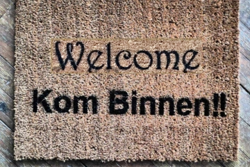 bilingual English Dutch Kom Binnen Come In doormat