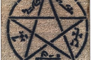 devils trap supernatural pentagram doormat.jpg