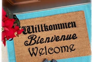 Cabaret Schitt's Creek Willkommen Bienvenue Welcome German French doormat mat ou