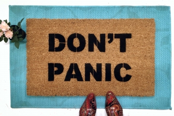 DON'T PANIC Hitchhiker's Guide anti-anxiety doormat