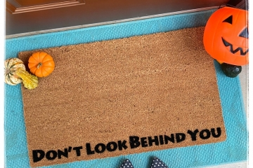 Don't look behind you Halloween doormat