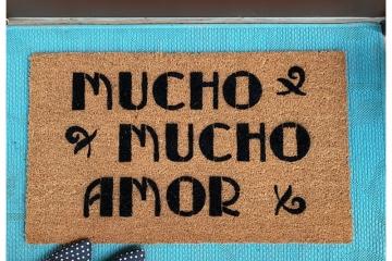 Mucho Mucho Amor, Walter Mercado doormat