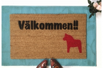 Välkommen- Swedish Welcome!! doormat with Dala horse